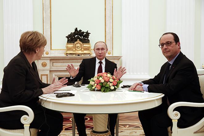 «Βολές» πρός τη Ρωσία – Μέρκελ και Ολάντ ανακοινώνουν νέες κυρώσεις