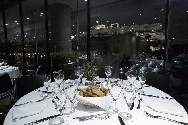 Νυχτερινή άποψη του εστιατορίου του Μουσείου Ακρόπολης_Φωτογραφία Γιώργος Βιτσαρόπουλος