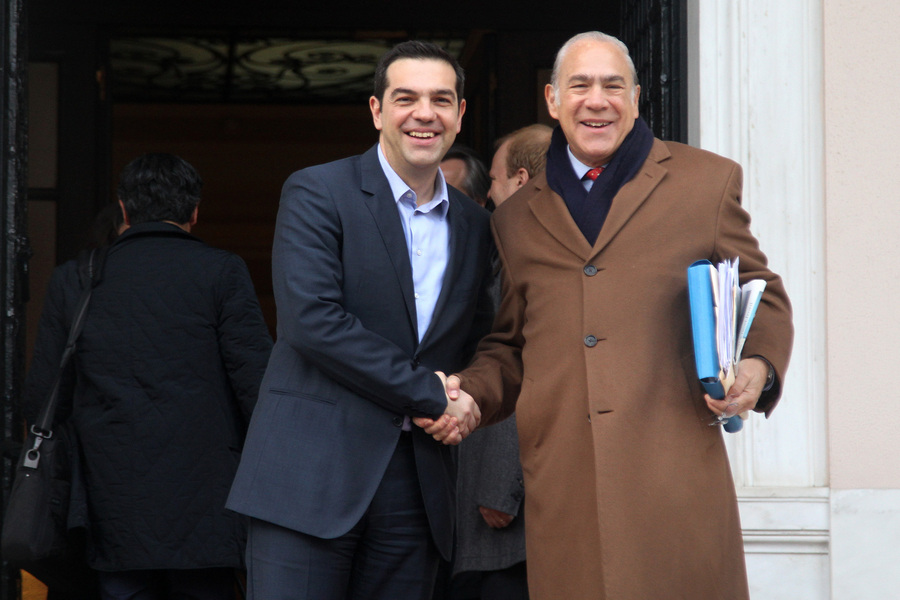 ΟΟΣΑ για Ελλάδα: Προβλέπει οριακή ύφεση το 2016, ισχυρή ανάπτυξη το 2017