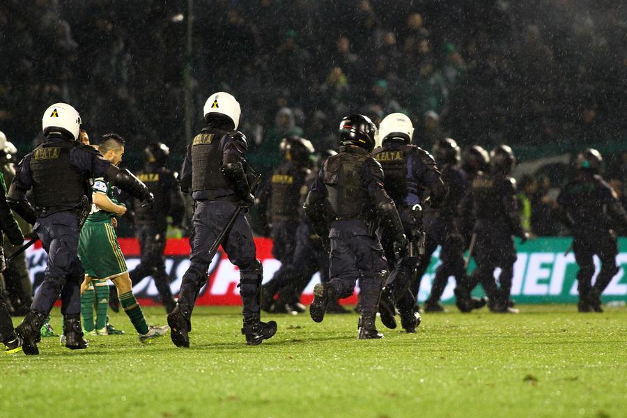Η βία κλείνει για μια εβδομάδα τα γήπεδα