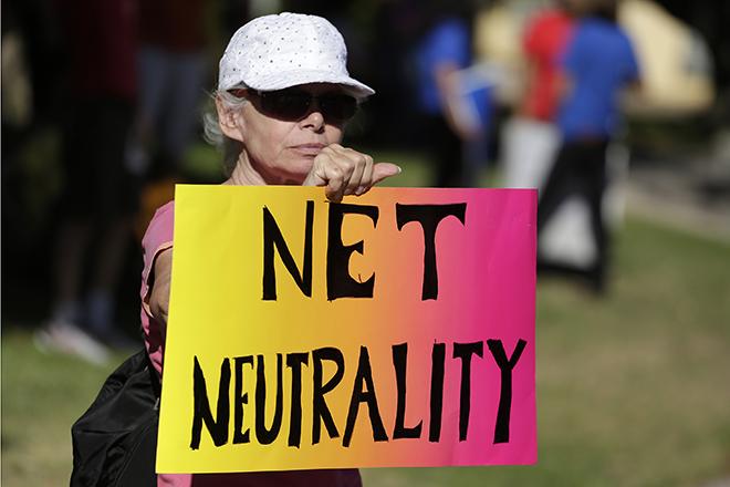 Ποιοι θέλουν να «σκλαβώσουν» το ίντερνετ (και γιατί)