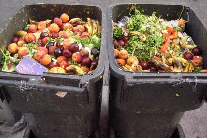 Περισσότεροι από 2 δισ. τόνοι φαγητού αξίας 1,5 τρισ. δολαρίων θα πετιούνται στα σκουπίδια το 2030