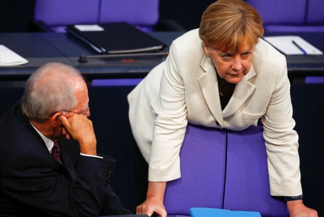 Spiegel: Η γερμανική κυβέρνηση θέλει να αποτρέψει κούρεμα χρέους