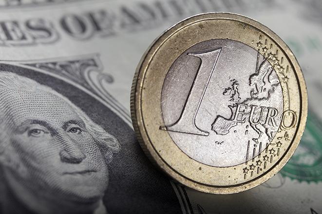 ΕΚΤ και Fed αλλάζουν το παγκόσμιο νομισματικό «παιχνίδι»