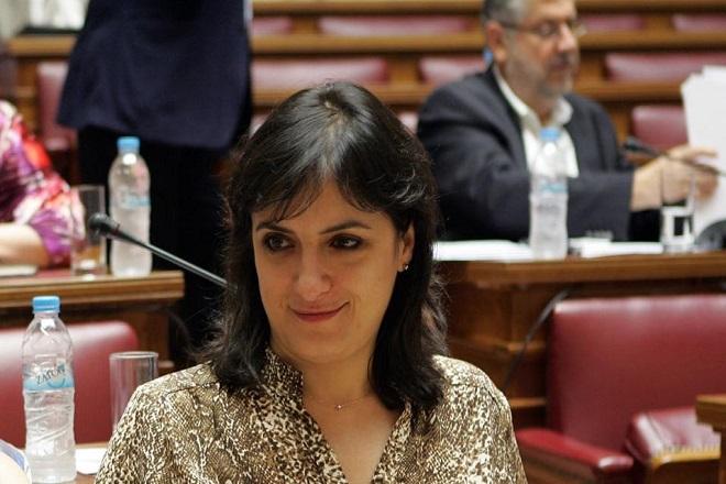 Η Έλενα Παναρίτη, η κομματική πειθαρχία και οι εσωκομματικές αντιδράσεις στον ΣΥΡΙΖΑ