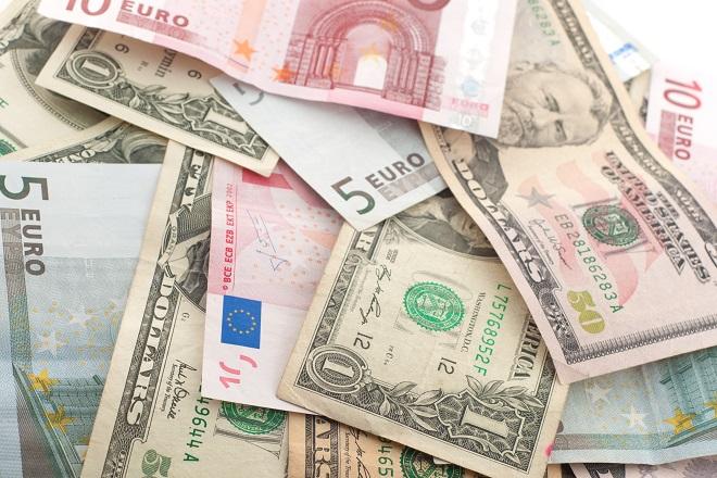 Προς απόλυτη ισοτιμία ευρώ – δολαρίου