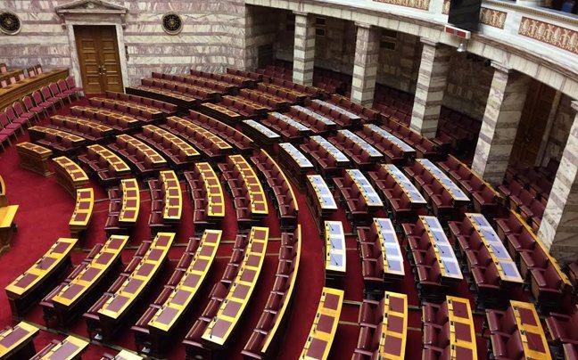 Αδιαφορία: Σε άδεια έδρανα η συζήτηση στη Βουλή για το bullying