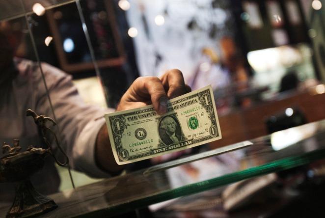 Ποιοι είναι οι μεγαλύτεροι χαμένοι από το ισχυρό δολάριο