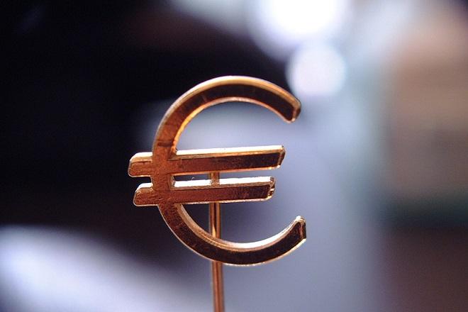 Σε υψηλό 2,5 ετών «σκαρφάλωσε» το ευρώ