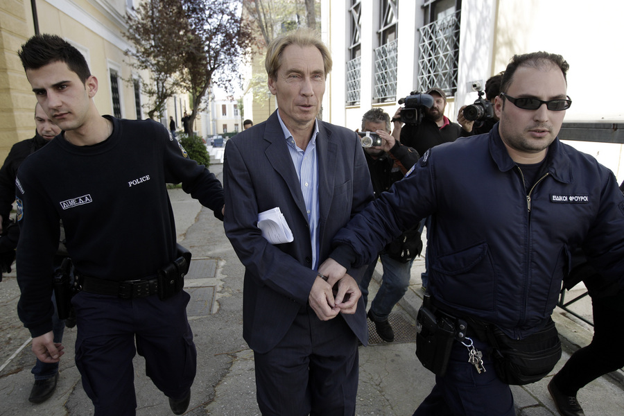 Προθεσμία για να απολογηθεί έλαβε ο συλληφθείς Ελβετός τραπεζικός