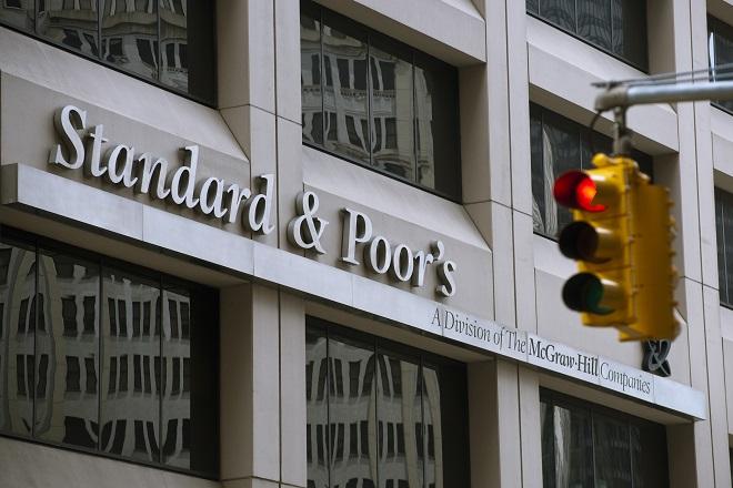 S&P: Να πουλήσουν θυγατρικές τους οι ελληνικές τράπεζες