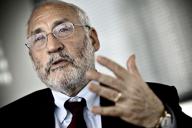 Στίγκλιτς: Η καθυστέρηση στην αναδιάρθρωση του ελληνικού χρέους κοστίζει πολύ στη Γερμανία