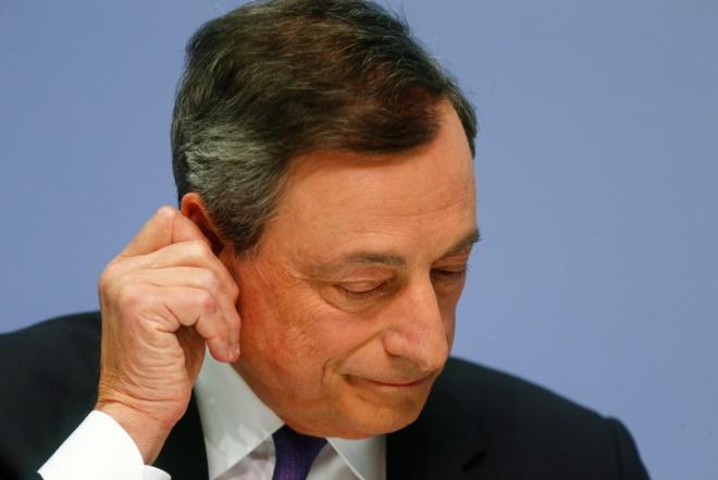 «Βουτιά» στο ευρώ μετά τις ανακοινώσεις Ντράγκι για QE και ανάπτυξη