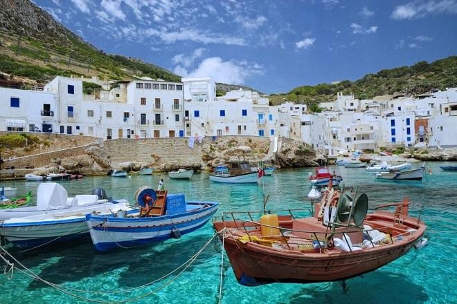 Μέχρι 70 ευρώ οι συναλλαγές με μετρητά στα νησιά