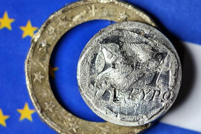 Zerstörter griechischer Euro Symbolfoto Grexit