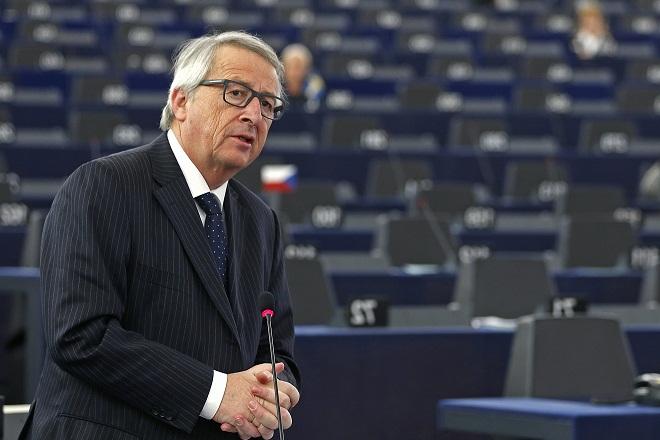 Απίστευτη δήλωση Γιούνκερ: Η ΕΕ είναι λιγότερο μαχητική από μια ορδή από κότες