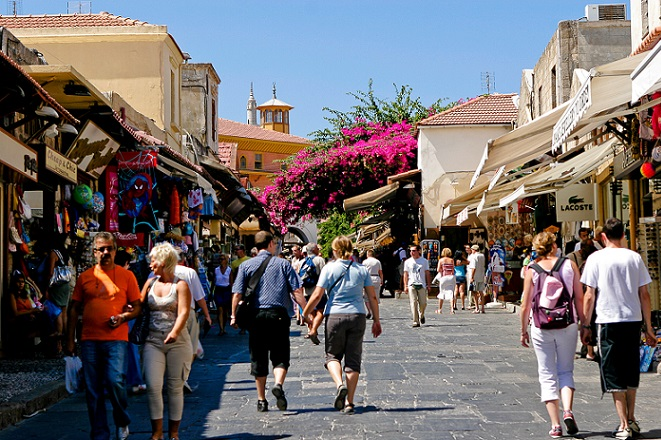 Αντιστέκεται ο τουρισμός: Αύξηση των αφίξεων στο εννεάμηνο