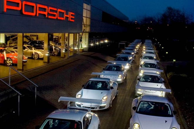 «Τρυπώσαμε» στο νέο κτίριο της Porsche