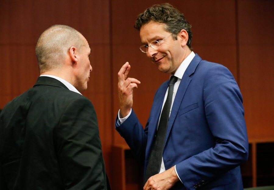 Θετικό αλλά χωρίς άμεση επαναφορά της χρηματοδότησης το ανακοινωθέν του Eurogroup