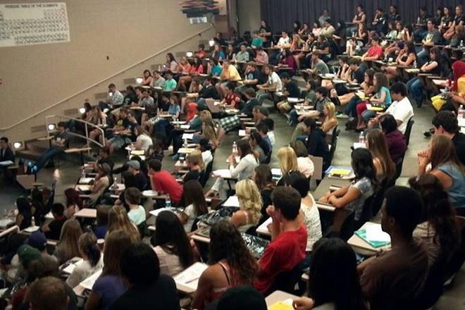 Η οικονομική αστάθεια σκιάζει το μέλλον των φοιτητών