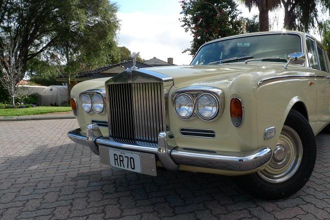«Ψίχουλα» για ακριβά οχήματα: Rolls Royce πωλείται έναντι 1.500 ευρώ!