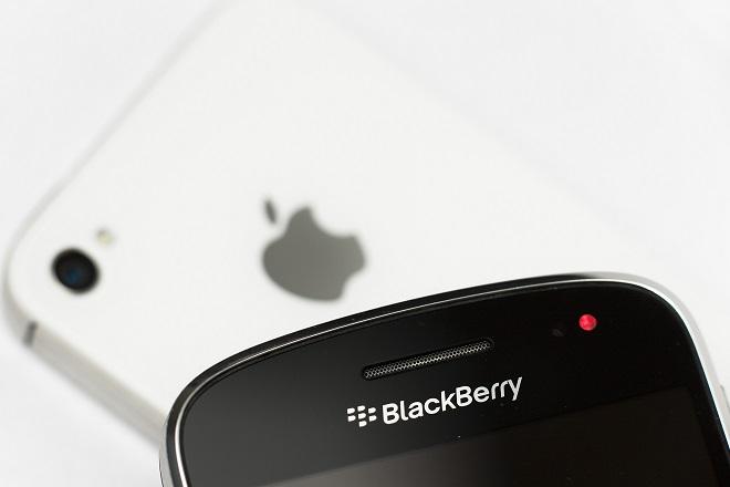 Στα χέρια της Apple η Blackberry;