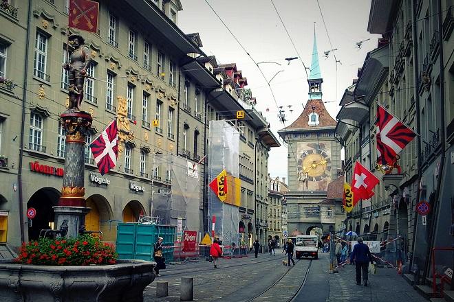 «Καμπάνα» 163,2 εκατ. ευρώ για τέσσερις ελβετικές τράπεζες