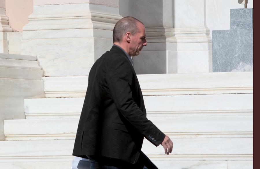 Ο Γιάνης Βαρουφάκης αμφισβητεί το δημοσιονομικό κενό της «τρόικας»