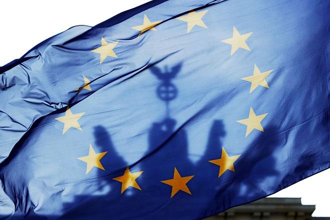 Reuters: Οι δανειστές δίνουν €10,9 δισ. και ζητούν κατάργηση ΕΚΑΣ και αυξήσεις ΦΠΑ