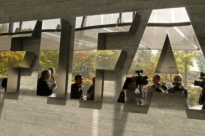 Χειροπέδες στη FIFA από το FBI
