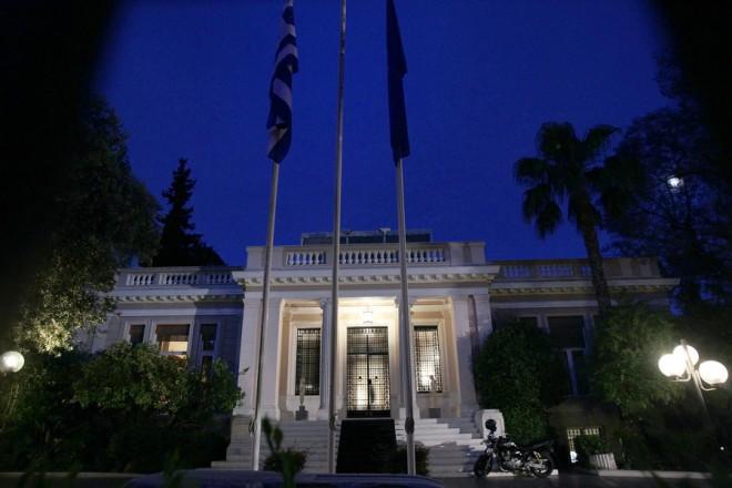 Το Μέγαρο Μαξίμου, Αθήνα, Κυριακή 31 Μαΐου 2015. Συνάντηση είχει ο πρωθυπουργός Αλέξης Τσίπρας με τον υπουργό Οικονομικών Γιάνη Βαρουφάκη για να συζητηθεί και το θέμα της τοποθέτησης της Έλενας Παναρίτη στη θέση εκπροσώπου της Ελλάδας στο ΔΝΤ. Κατά της εκπροσώπησης της Ελλάδας στο ΔΝΤ από την Έλενα Παναρίτη τάσσονται 43 βουλευτές και στελέχη του ΣΥΡΙΖΑ με κοινή επιστολή τους ΑΠΕ-ΜΠΕ/ΑΠΕ-ΜΠΕ/ΣΥΜΕΛΑ ΠΑΝΤΖΑΡΤΖΗ