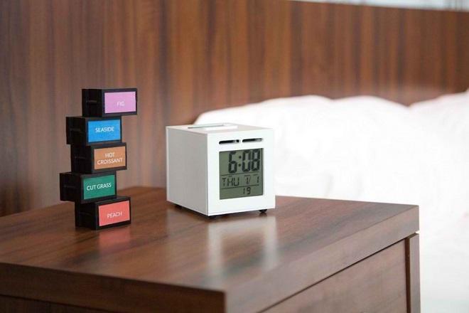 sensor-wake-photo-olfactory-alarm-clock