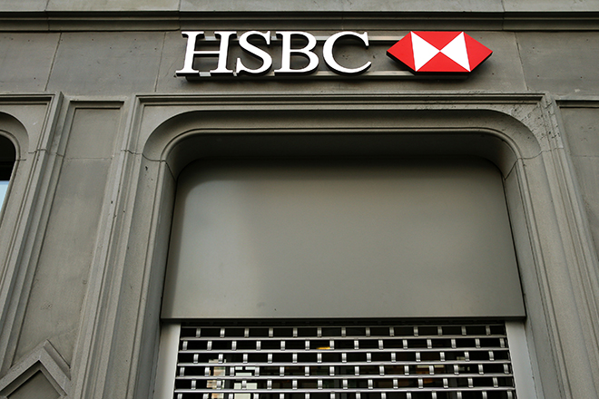 The HSBC bank logo is pictured at a branch office at the Paradeplatz in Zurich February 10, 2015. HSBC Holdings Plc faces investigation by U.S. authorities and an inquiry by British lawmakers after admitting failings by its Swiss private bank that may have allowed some customers to dodge taxes. REUTERS/Arnd Wiegmann (SWITZERLAND - Tags: BUSINESS LOGO CRIME LAW) - RTR4P263
