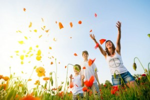 happy-people-in-the-poppy-field-1280x800-wide-wallpapers-net111