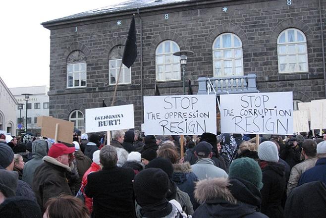 Independent: H Ισλανδία δεν έσωσε τις τράπεζες, έβαλε φυλακή τους τραπεζίτες