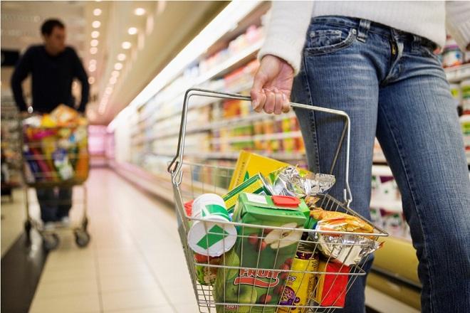 «Πλήγμα» στην αγοραστική δύναμη των καταναλωτών η νέα αύξηση του ΦΠΑ