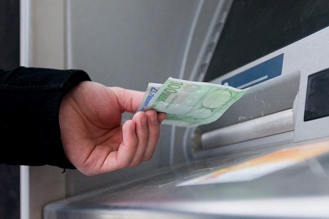 Bloomberg:  Πώς θα επιβληθούν capital controls στην Ελλάδα