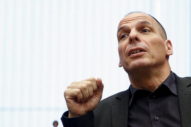 Greek Finance Minister Yanis Varoufakis attends an euro zone finance ministers meeting in Luxembourg, June 18, 2015.    REUTERS/Francois Lenoir - RTX1H3EK