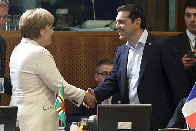 German Chancellor Angela Merkel (L) shakes hands with Greek Prime Minister Alexis Tsipras (R) at the start of an EU-CELAC Latin America summit in Brussels, Belgium June 10, 2015. Tsipras had flown to Brussels to meet Merkel and French President Francois Hollande, with time fast running out for the two sides to agree on a cash-for-reforms deal for Greece. But it was not immediately clear whether that meeting would take place, with European Union officials saying Greece's latest offer had not gone far enough.   REUTERS/Yves Herman      TPX IMAGES OF THE DAY      - RTX1FXMY