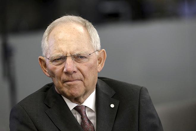 Ο Σόιμπλε ζητά ξανά από την ΕΚΤ να σταματήσει την ποσοτική χαλάρωση