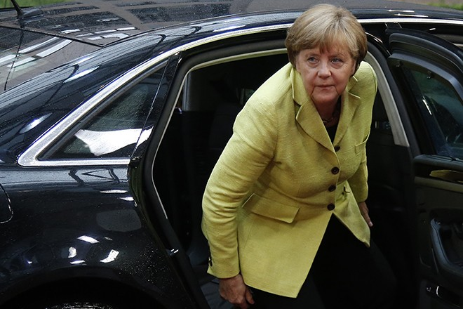 Germany's Chancellor Angela Merkel arrives to attend a Eurozone emergency summit on Greece in Brussels, Belgium June 22, 2015.  REUTERS/Charles Platiau  - RTX1HMHQ