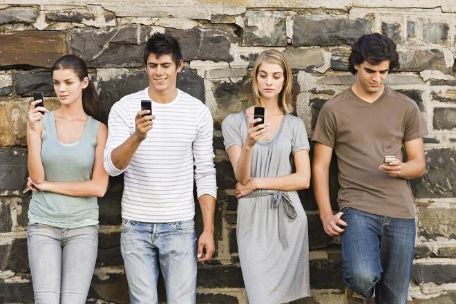 Σε τρία χρόνια οι μισοί τηλεθεατές θα βλέπουν τηλεόραση από κινητά ή λαπτοπ