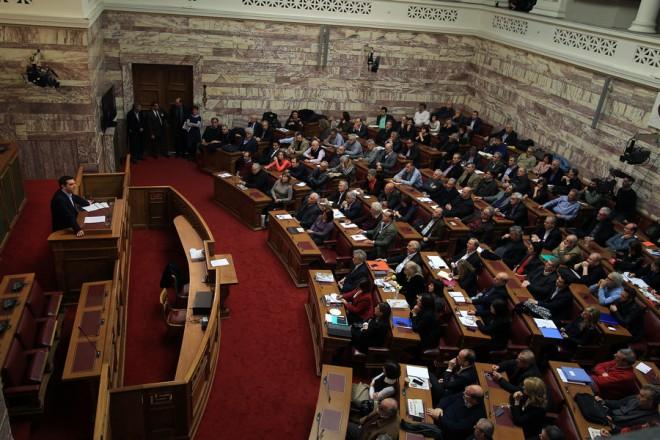 Ο πρωθυπουργός Αλέξης Τσίπρας μιλάει στη συνεδρίαση της Κοινοβουλευτικής Ομάδας του ΣΥΡΙΖΑ, στην αίθουσα της Γερουσίας στη Βουλή, Αθήνα, την Τρίτη 17 Φεβρουαρίου 2015. ΑΠΕ-ΜΠΕ/ΑΠΕ-ΜΠΕ/ΣΥΜΕΛΑ ΠΑΝΤΖΑΡΤΖΗ