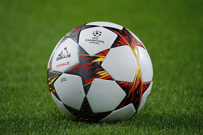 The match ball is seen on the pitch prior to the Champions League group D soccer match between Borussia Dortmund and Arsenal, in Dortmund September 16, 2014.                          REUTERS/Kai Pfaffenbach (GERMANY  - Tags: SPORT SOCCER)   - RTR46H6D