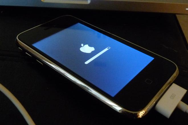 H Apple λύνει τον μεγαλύτερο «μπελά» της αναβάθμισης λογισμικού στα iPhone