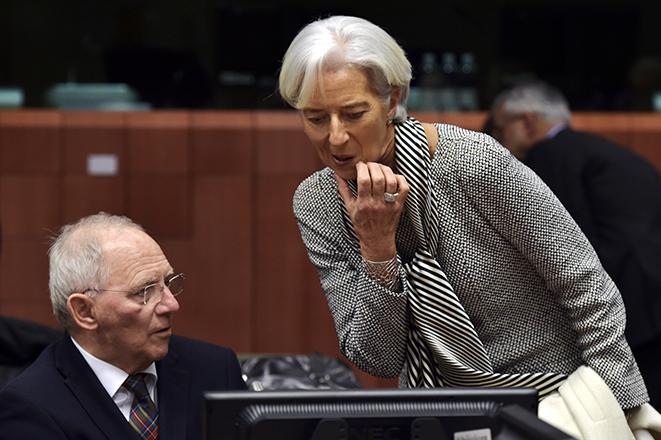 Το ΔΝΤ ζητάει μείωση του ελληνικού χρέους κατά 100 δισ. ευρώ
