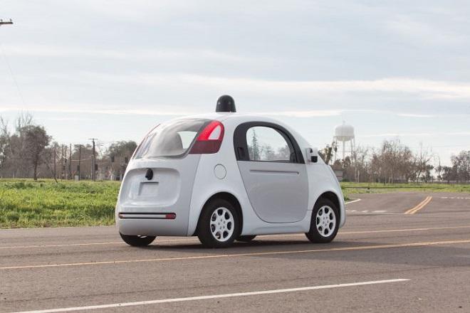 Στους δρόμους τα οχήματα της Google που μετατρέπουν τους οδηγούς σε επιβάτες
