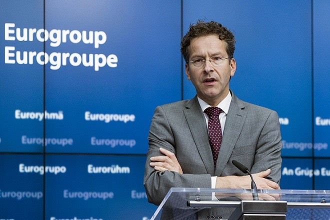 Eurogroup President Jeroen Dijsselbloem holds a news conference during a Euro zone finance ministers emergency meeting on the situation in Greece in Brussels, Belgium June 27, 2015. Euro zone finance ministers plan to meet later on Saturday without their Greek counterpart following the conclusion of a meeting of all 19 ministers which has resumed for now, euro zone officials said. REUTERS/Yves Herman  - RTX1I1Z9