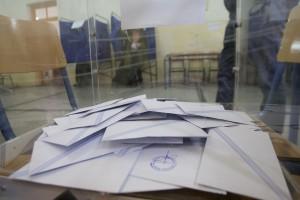 Κάλπη αρχίζει να γεμίζει στις βουλευτικές εκλογές 2015 σε εκλογικό τμήμα στη Θεσσαλονίκη, Κυριακή 25 Ιανουαρίου 2015 ΑΠΕ-ΜΠΕ/ PIXEL/ ΣΩΤΗΡΗΣ ΜΠΑΡΜΠΑΡΟΥΣΗΣ