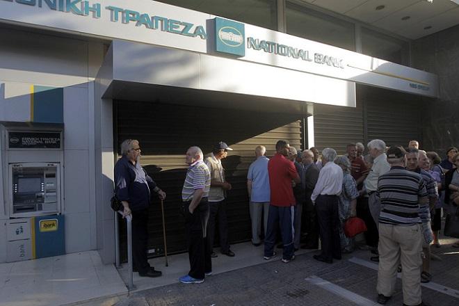 Bloomberg: Στη φυγή κεφαλαίων αποτυπώνεται η πορεία της Ελλάδας